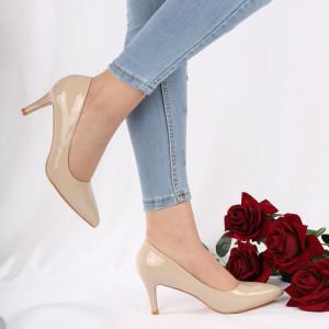 Pantofi cu toc cod 201619 Bej - Pantofi cu toc din piele ecologică cu un design unic, fii în pas cu moda şi străluceşte la următoarea petrecere. - Deppo.ro