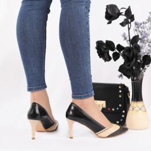 Pantofi Cu Toc Cod C4480 Negri - Pantofi cu toc din piele ecologică lăcuită Fii în pas cu moda şi străluceşte la următoarea petrecere. - Deppo.ro