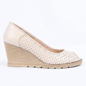 Pantofi din piele naturală cod 55672 Beige - Pantofi din piele naturală perforată cu platformă și vârf decupat Confortul purtării este sporit de tălpicul din piele ecologică - Deppo.ro