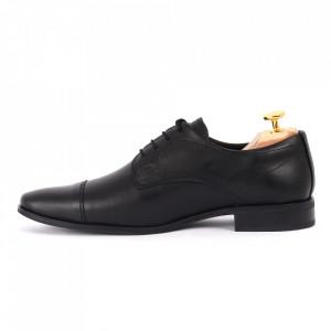 Pantofi din piele naturală negri cod 8677 - Pantofi pentru bărbaţi din piele naturală , model simplu, finisaje îngrijite cu undesign deosebit - Deppo.ro