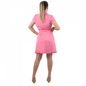 Rochie Anne Pink - Rochia ANNE îți conferă o ținută lejeră de vară. Este o rochie tip sacou cu decolteu și închidere prin nasturi. Cureaua este inclusa în ținută. - Deppo.ro