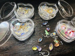 Mix cristale cu reflexii diferite forme si marimi