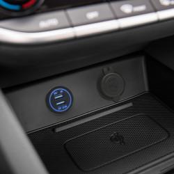 Încărcător auto cu lumină albastră