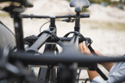 Suport bicicleta Thule OutWay Hanging 3 - cu prindere pe haion pentru 3 biciclete