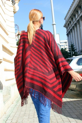 "Poze Poncho Dama ""Hipster"" Black&Red by JukaFashion.ro (2018)"