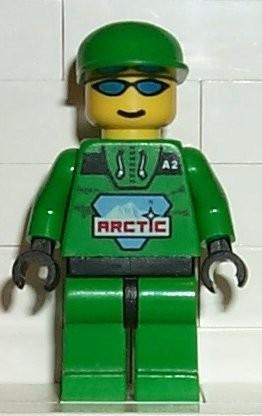 arc007G Arctic - Man, groene cap, zonnebril, groen pak met Arctic logo gebruikt *0M0000