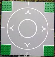 44343pb02-6 Vliegveldplaat 32x32 met startbaan (circel) zijkanten 7 nops breed Groen NIEUW loc