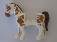 93083c01pb10-1 Friends paard Bruine vlekken, roodbruinre manen en staart Wit NIEUW loc