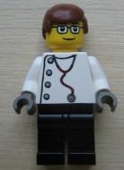 doc028G Dokter- Stethoscoop, roodbruin haar, bril, zwarte bebeb gebruikt loc