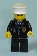 cty0094G Politie, witte pet, zwate zonnebril, zwart pak met logo, blauwe das gebruikt loc