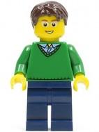 cty0191G Groene trui met V-hals, donkerbruin krullend haar, zwarte broek gebruikt loc