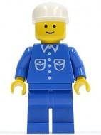 but016G Man, blauw overhemd met zakken en knopen, witte cap met lange klep, blauwe benen gebruikt loc