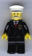 cty0012G Politieagent- Witte pet, grijze snor en baard, zwart pak met rode das en badge gebruikt *0M0000
