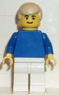 soc021G Voetballer met crème haar, blauwe trui en witte broek gebruikt loc