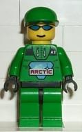 arc007G Arctic - Man, groene cap, zonnebril, groen pak met Arctic logo gebruikt loc