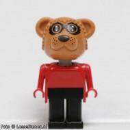 fab12aG Wasbeer 1- Rode trui, zwarte broek gebruikt *2R0000