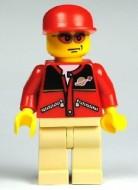 cty0129G Zonnebril met rode glazen, rode pet met klep, rode trui met ruimtemotief, creme benen gebruikt loc