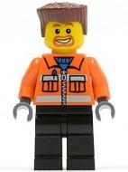 cty0154G Bouwvakker, plat roodbruiin haar, ringbaardje, oranje jas met rits, zwarte broek gebruikt loc
