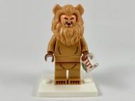 coltlm2-17 Cowardly Lion met standaard NIEUW *0M0000