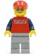 cty0060G Rood shirt, rode pet, grijze broek gebruikt *0M0000