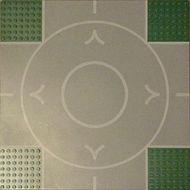 2361px1-6G Vliegveldplaat 32x32 kruising met startbaan (circel) zijkanten 7 nops breed groen gebruikt *3K000