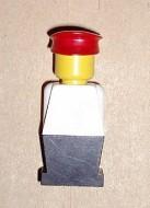 old049G Legoland Oude type minifig - Wit lijf, zwarte benen, rode pet gebruikt loc