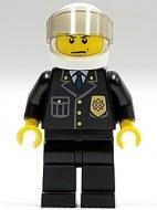 cty0013G Politieagent- Witte helm met tr. Zwart vizier, zwart pak met embleem, zwarte broek, gele handen gebruikt loc