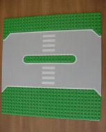 309px1-6G Wegenplaat 32x32 middenberm 2 noppen breedmet zebra's Groen gebruikt loc