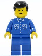 but019G Man, blauw overhemd met zakken en knopen, zwart haar, blauwe benen gebruikt loc