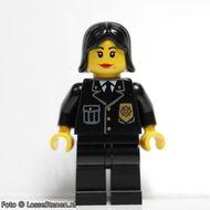 cop053 Politie-agente, jas met gouden embleem, zwrat haar, rode lippen gebruikt *0M0000