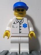 doc023G Dokter- Stethoscoop en thermometer, witte benen, blauwe cap, bril gebruikt loc