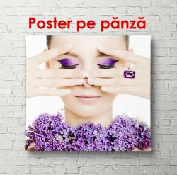 Poster, Fată cu machiaj violet aprins