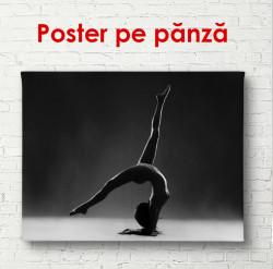 Poster, Yoga pe un fundal gri de perete