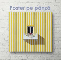 Poster, Fereastra mică de pe casa galbenă