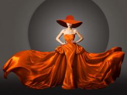 Tablou modular, Doamnă într-o rochie și pălărie roșie de mătase