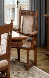 Scaun cu brat, din lemn masiv, sculptat Lux SSA-15