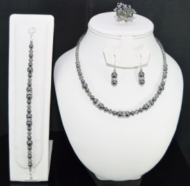 Set bijuterii cu cristale si perle SWAROVSKI ELEMENTS - dark grey