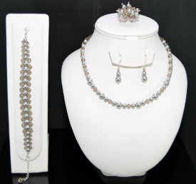 Set bijuterii cu cristale si perle SWAROVSKI ELEMENTS - light grey