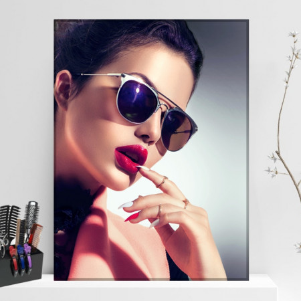 Tablou Canvas Fashion Model cu Ochelari de Soare BGM87