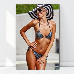 Tablou Canvas Femeie Bronzata La Piscina BGM48