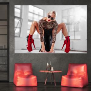 Tablou Femeie Sexy cu Tocuri Rosii TNM27