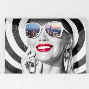 Tablou Canvas Femeie Moderna cu Buze Rosii, Fantezie Urbana TH42
