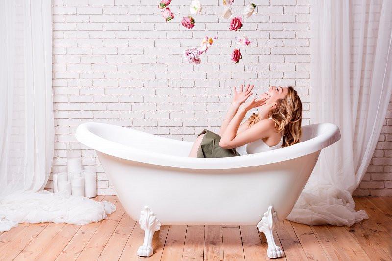 Petreci mai mult timp acasă? 10 idei de îngrijire pe care să le integrezi în rutina ta