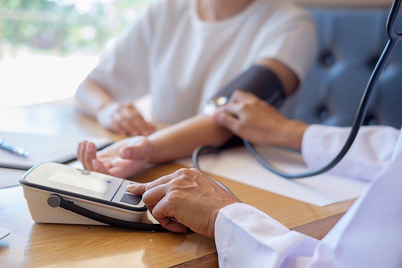 Monitorizează-ți Sănătatea: Află Care Sunt Valorile Normale ale Tensiunii, Glicemiei și ale Greutății