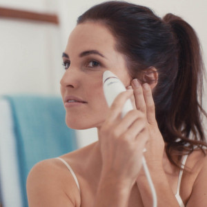 Aparat de microdermabraziune Silk'n Revit Essential, curatare pori, functie de aspirare in vid, 2 varfuri