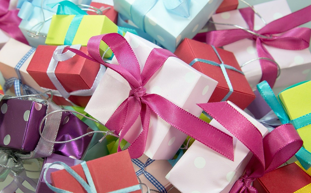 Idei cadouri aniversare și cadouri zile onomastice - cadouri pentru femei și bărbați