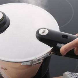 Set oala + tigaie (cratita) sub presiune Fissler VitaVit Premium, capacitate 4.5 + 2.5 Litri, diametru 22 cm, accesoriu aburi, inductie