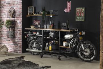 Masa pentru vin This & That, realizata dintr-o motocicleta Rajdoot