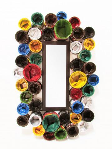 Oglinda cu rama din cutii de vopsea multicolore THIS & THAT 80 x 120 cm
