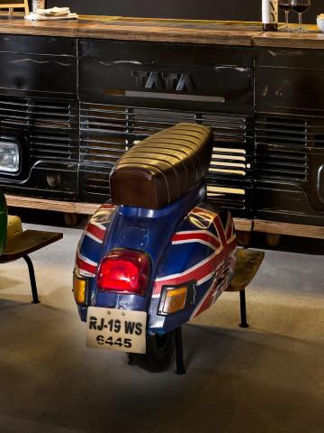 Scaun de bar scuter din imitație de piele This & That albastru cu steag UK